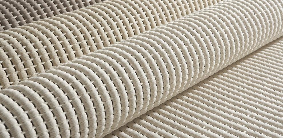 Hand woven rug Duetto is cotton and paper yarn. /  Duetto on käsinkudottua puuvillaa ja paperinarua.