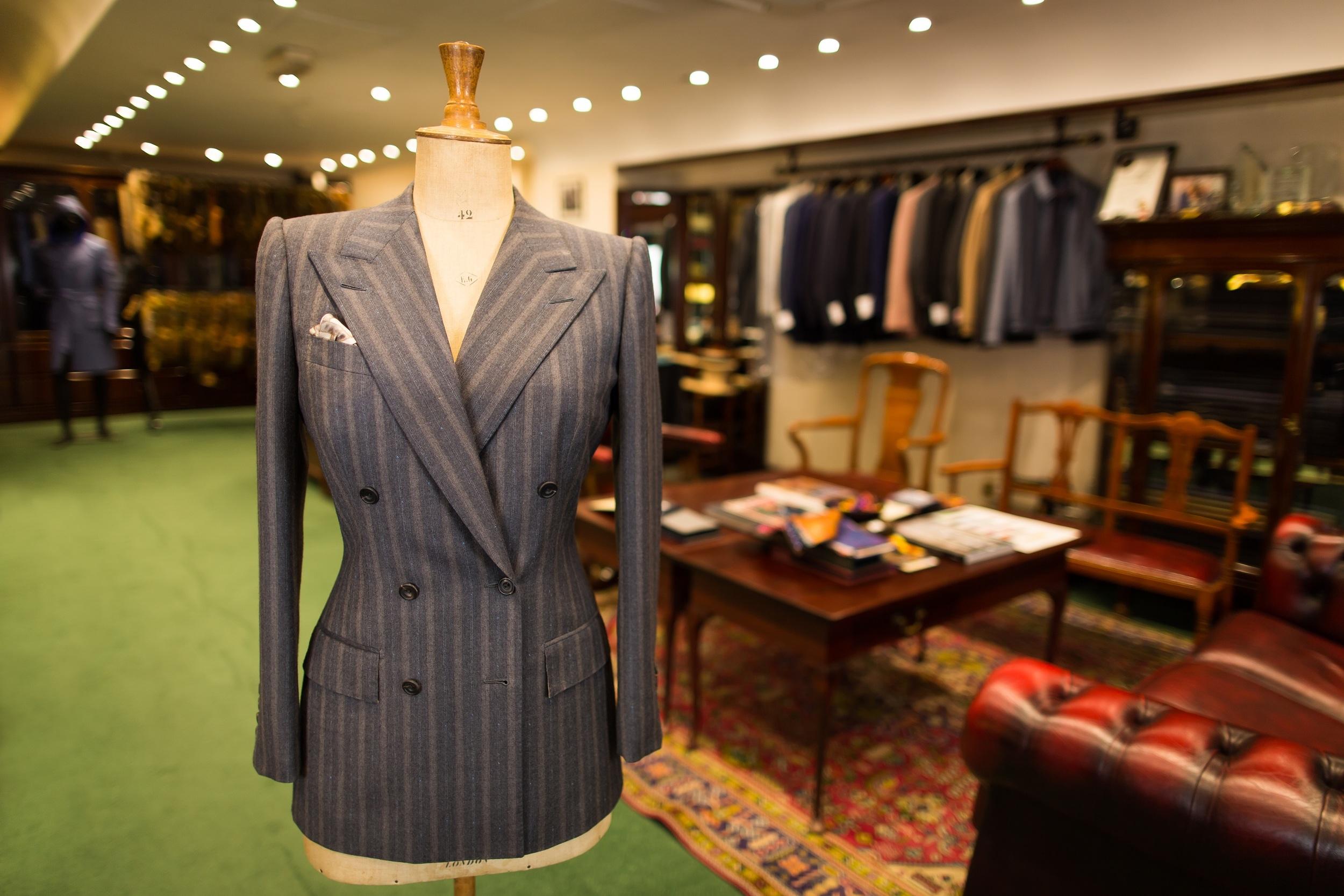 sm Suit 04 - Ladies Double Breasted Gey Boucle Stripe Jacket - 01.jpg
