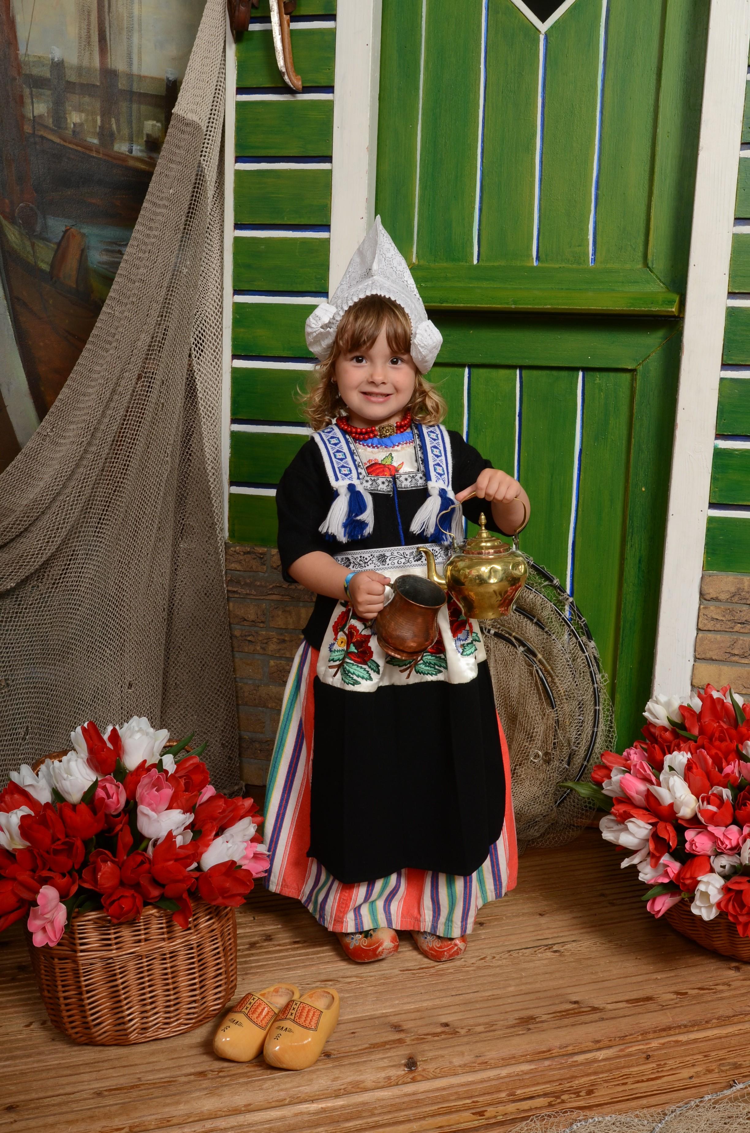 Kind in Volendams kostuum