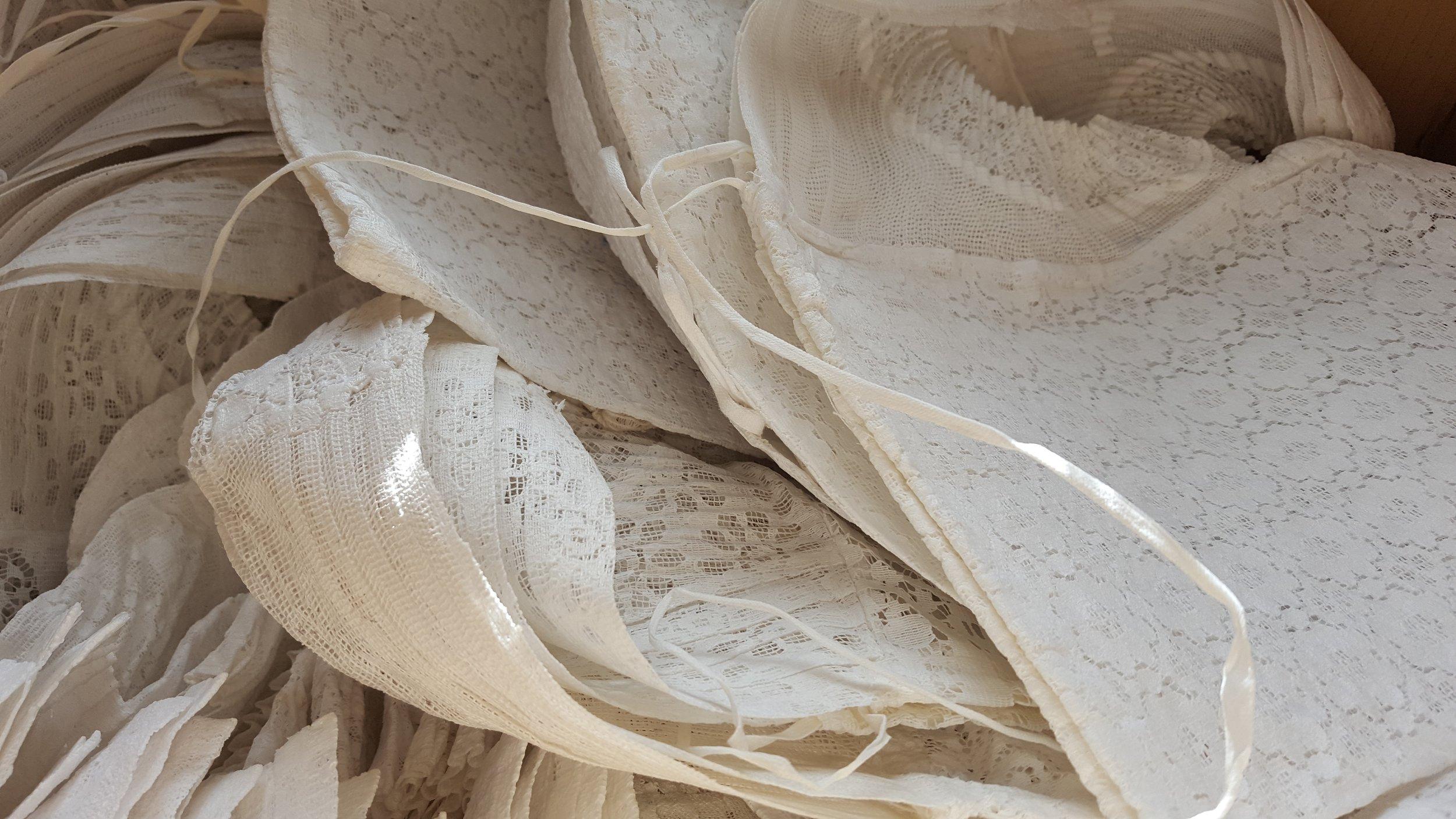 Onze Volendamse klederdracht is tot in de puntje verzorg en altijd schoon en fris