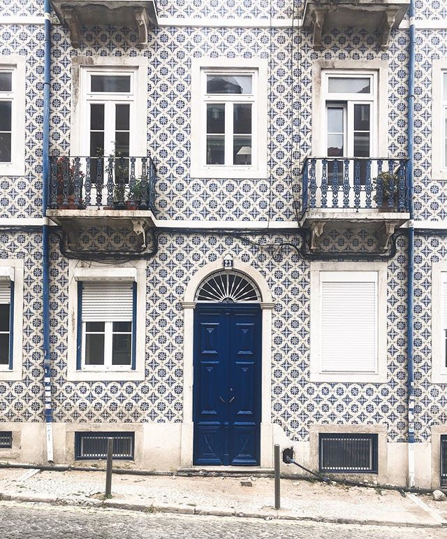 Azulejos everywhere and the smell of grilled sardines in the air, we're on the hunt for the best pastel in Lisbon (my bet's on Manteigaria) 🇵🇹 . . . #Huffposttravel #abmtravelbug #theeverygirltravels #passionpassport #traveltheworld #suitcasetravels #takemethere #guardiantravelsnaps #lisboa #lisbonlovers #doorsofinstagram #visiteurope #europetrip