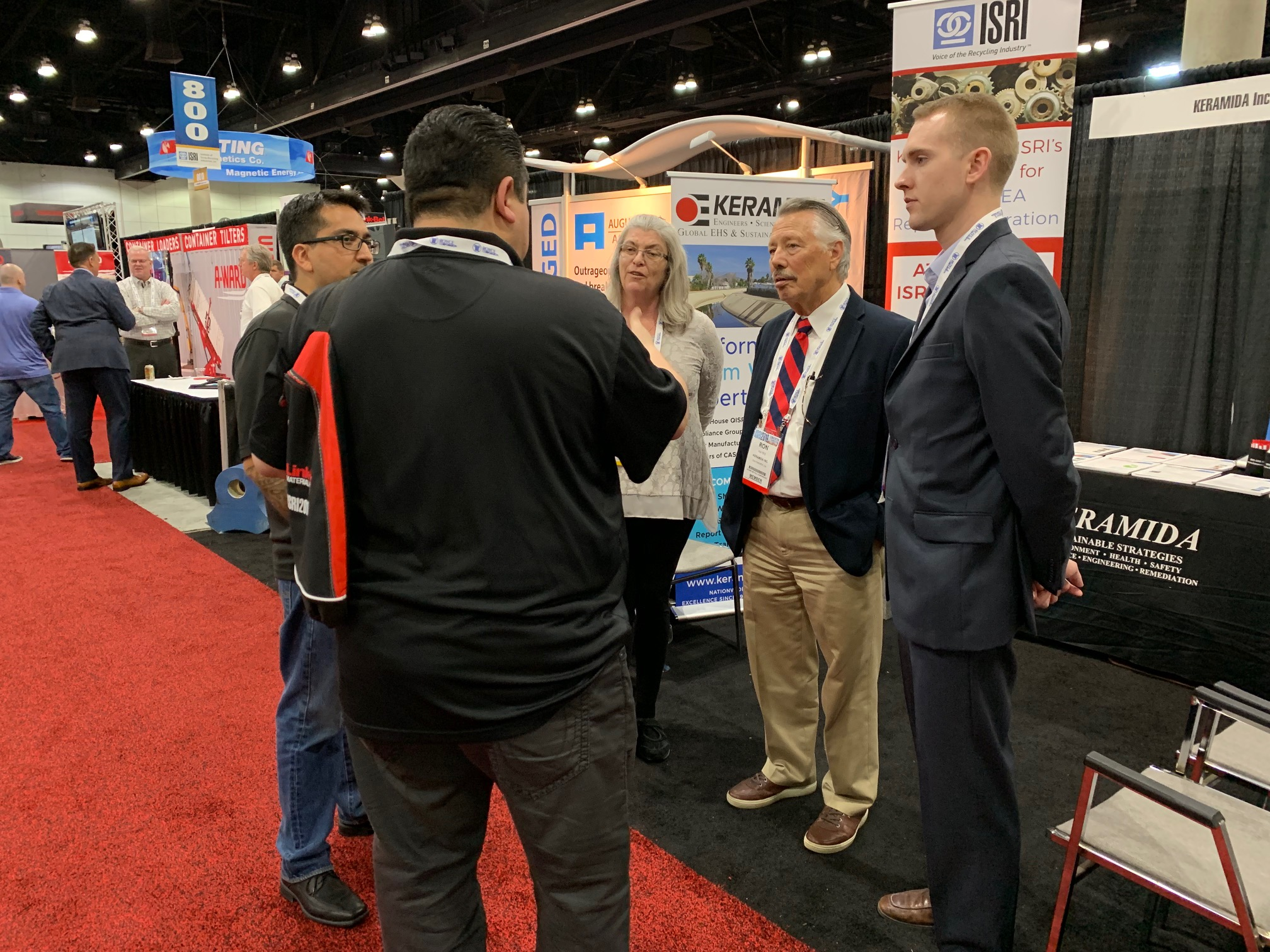 KERAMIDA's team speaking with a client at the ISRI 2019 Conference & Expo
