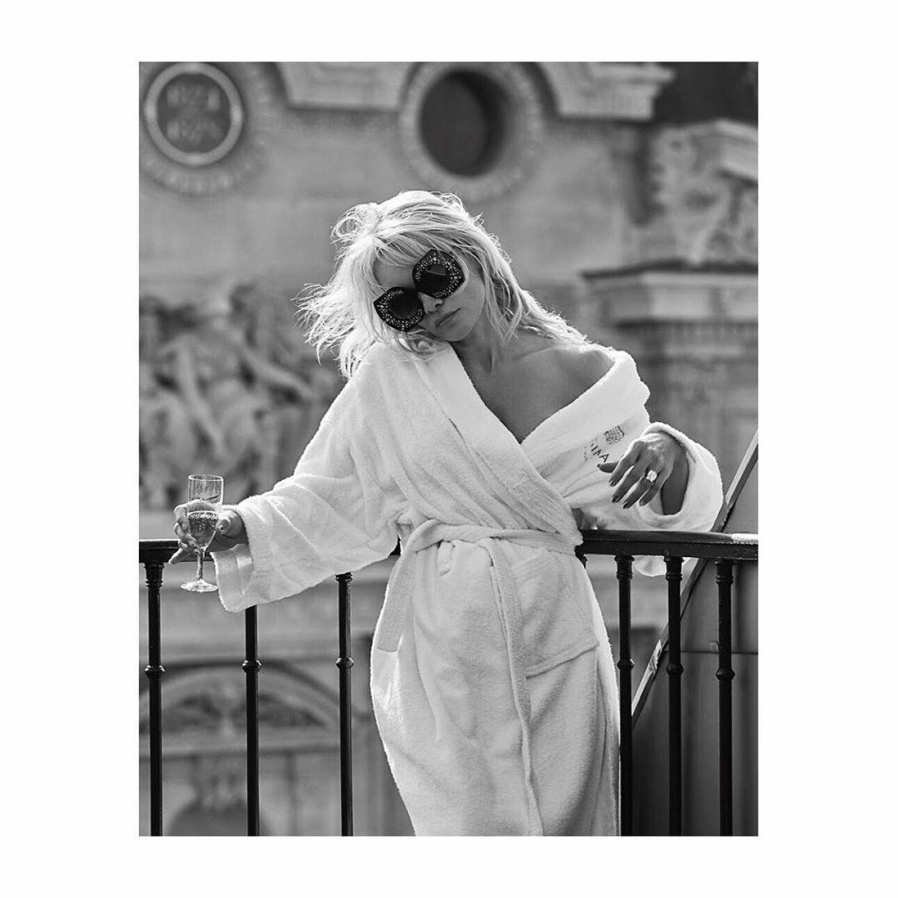 pamela-anderson-t-magazine-spain-october-2017-0.jpg