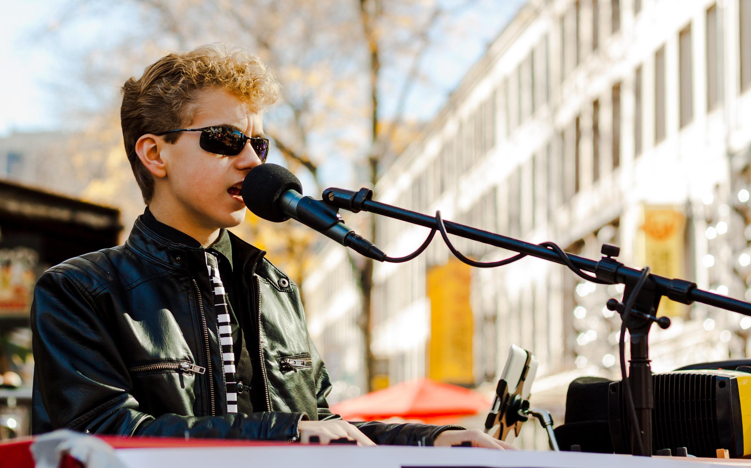 Bradley BR Singing.jpg