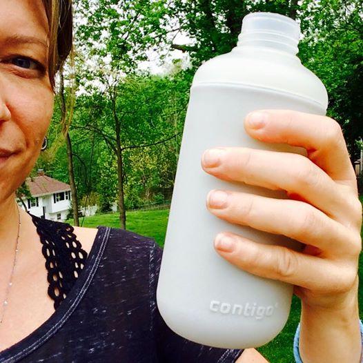 Rebecca Lazaroff #WaterBottleSelfie for the #PlasticFreeChallenge