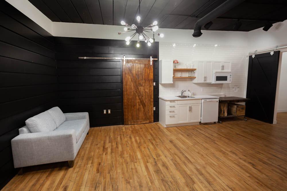 Studio B - Kitchenette