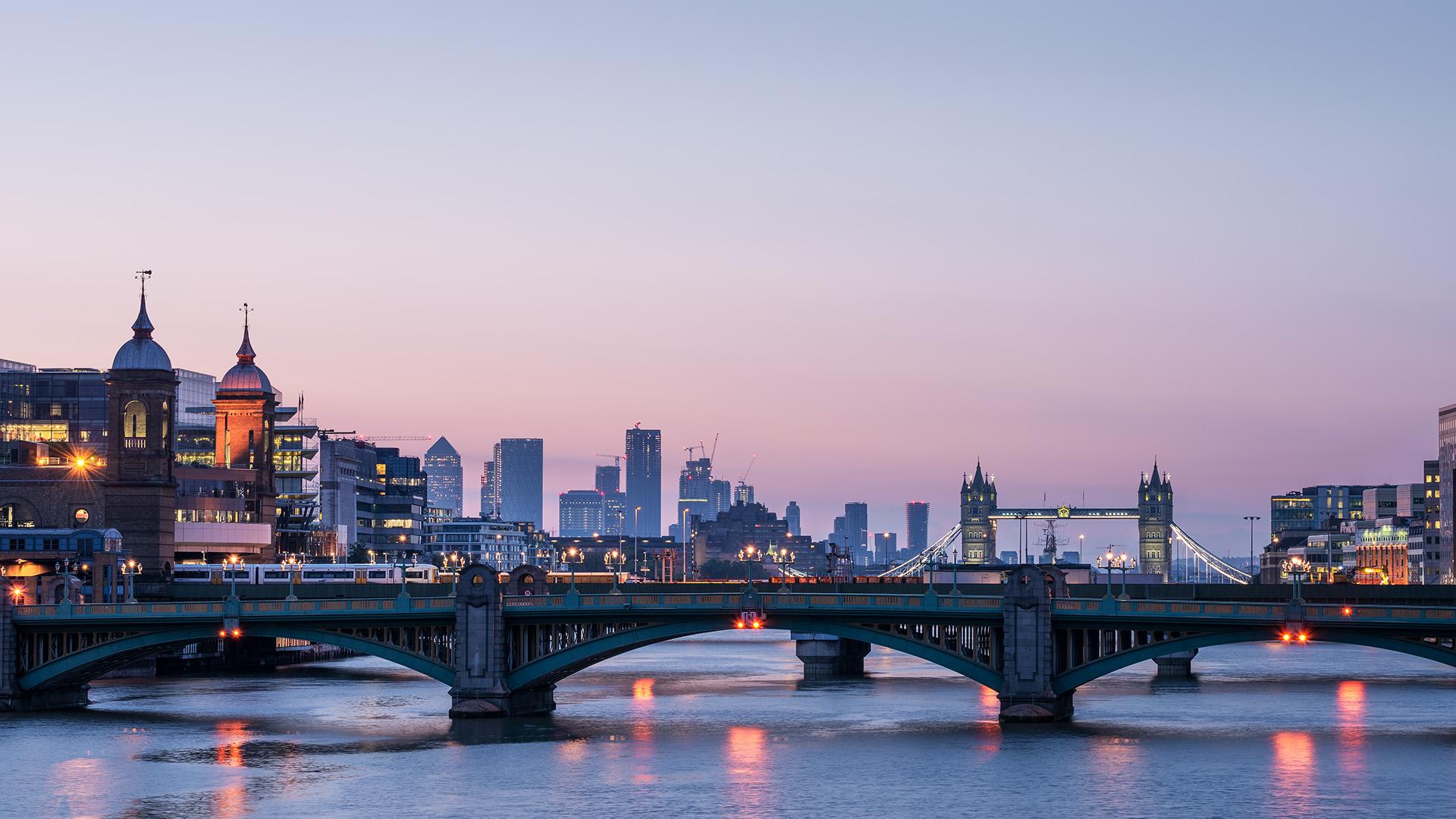 LONDON 8000.jpg