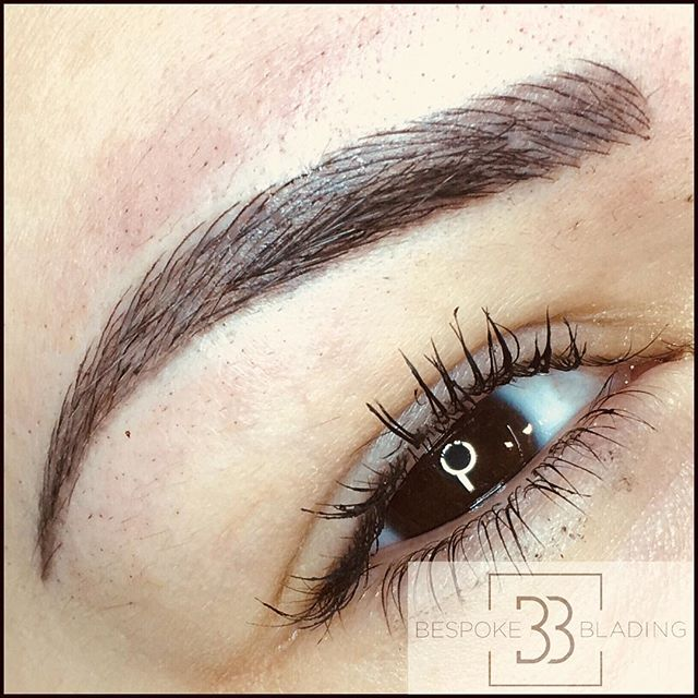 💕N A N O  B L A D I N G💕 Super natural hairstrokes, £200 and if a top up is required it will be a further £50. Contact us on 07971456636 for more information #eyebrowsonpoint #eyebows #semipermanenttattoo #browsonfleek