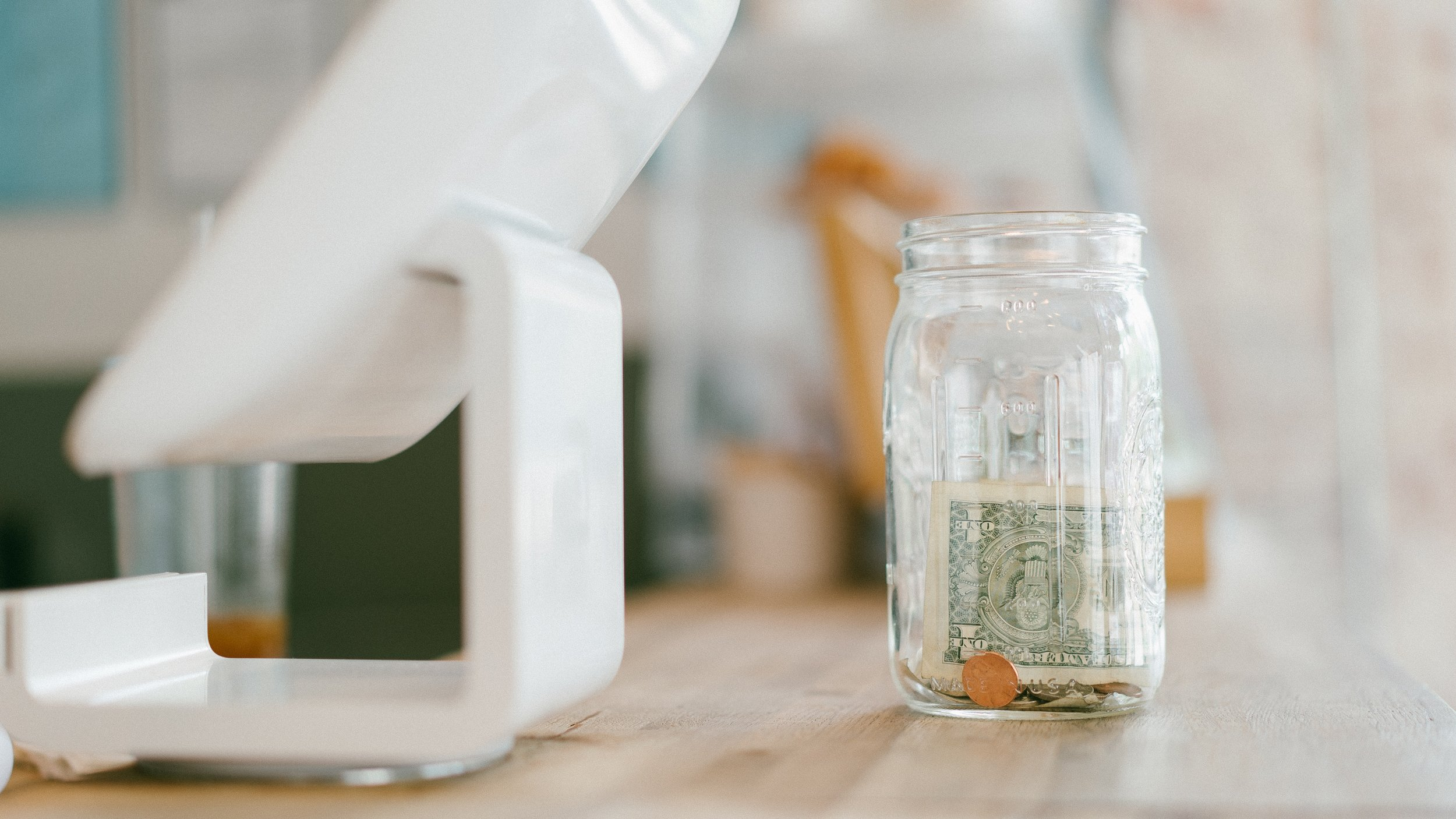 How does a meal plan template help save money?