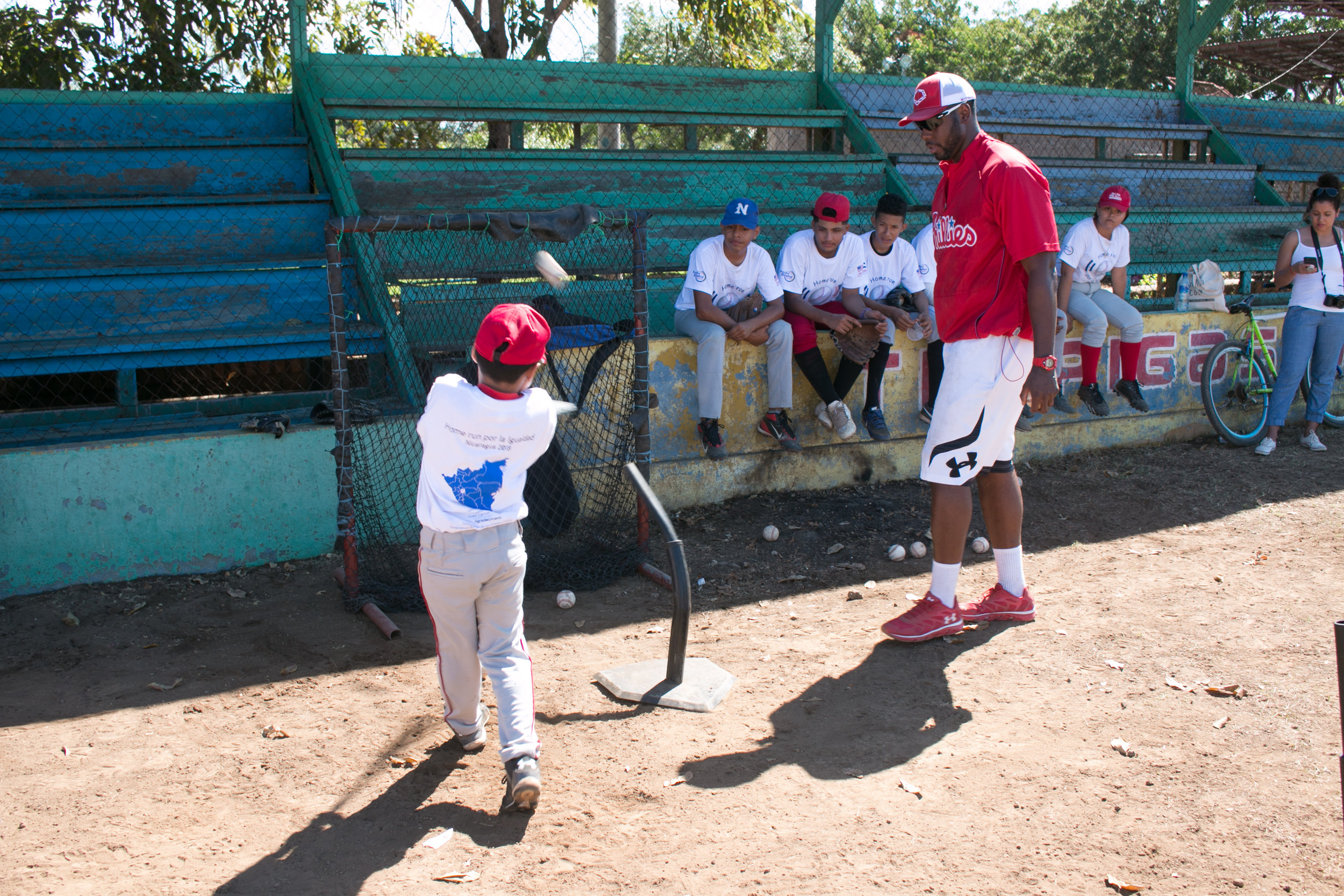 Mayberry Jr. providing hitting instruction at a camp in Ciudad Sandino, Nicaragua. Photo by Milessa Lowrie.