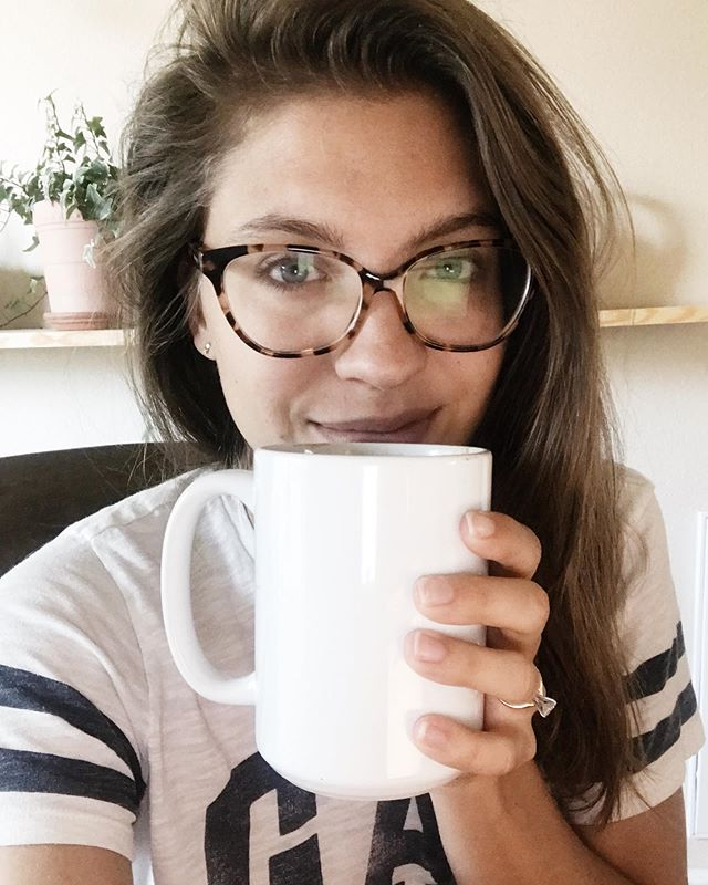 Messy hair Wednesday. Getting all the things done. 🙌🏼 A few updates because I know it's been a while since I've been on here.. x After quite an anxiety filled week last week having to do with allergies (more on this coming soon) I have officially sworn off my daily coffee. I am experimenting with coffee alternatives but right now my favorite is definitely this hormone balancing maca cacao drink. 💛 Sometimes I'll reach for a Kombucha if I need a gentle caffeine fix!  x We are leaving for Toronto in exactly 9 days and I'm feeling very unprepared/excited. 🙈  x I am working on my next lineup of YouTube videos so stay tuned!! I know I dropped off the video bandwagon for a couple weeks there but they will be back! 💛 x The rest of my week is full of meetings with brides, working ahead, and scheduling so I can breathe and feel prepared while on vacation! I listened to an incredible episode on the @goaldiggerpodcast about productivity hacks and it was such an eye opener for me. Definitely go listen if you haven't yet!! x What do you have planned for the rest of this week?? 🤗