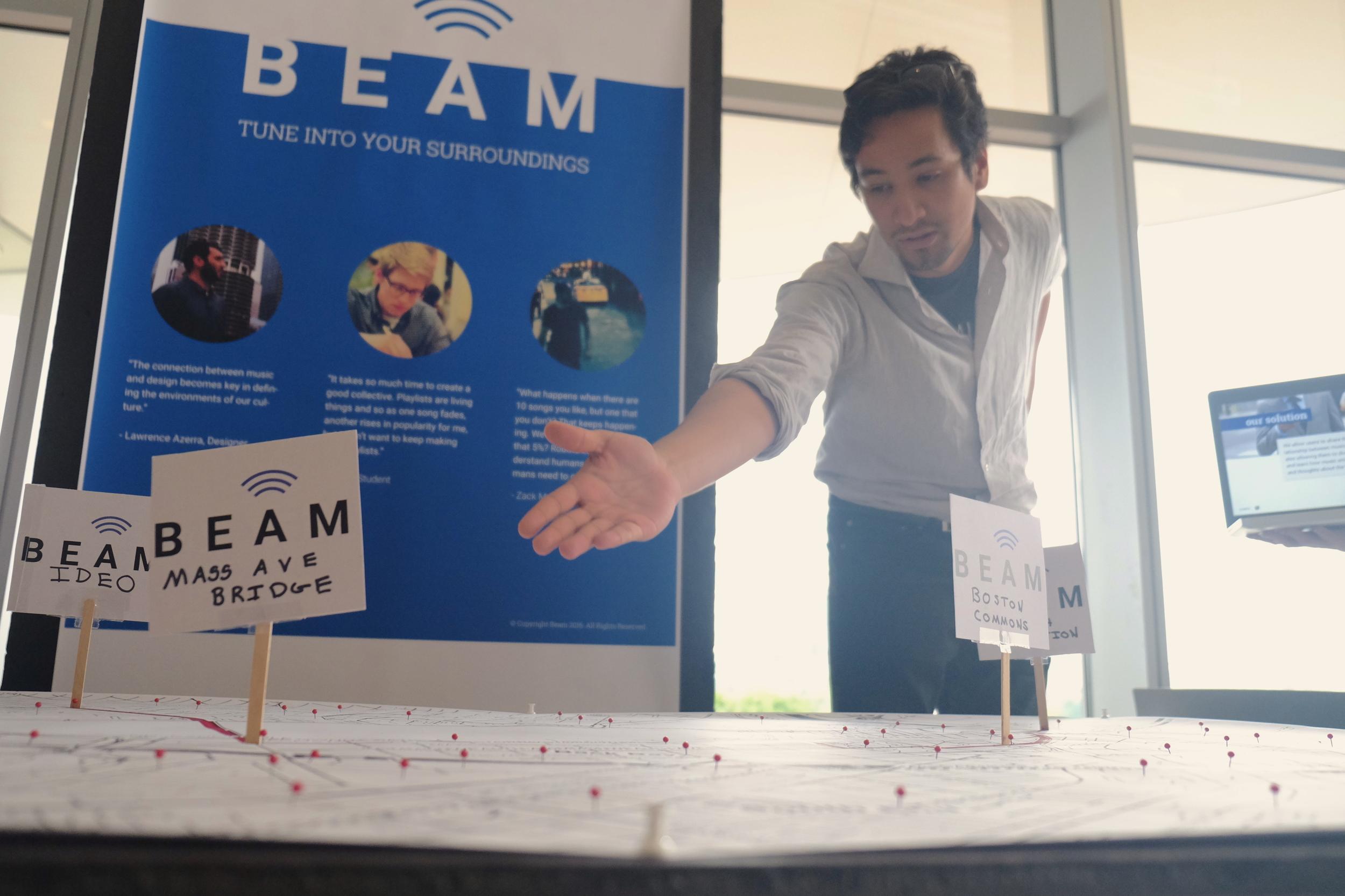 OMI Fellow Raul Feliz presents the Beam project. Photo Credit: Pablo Lalama Salazar