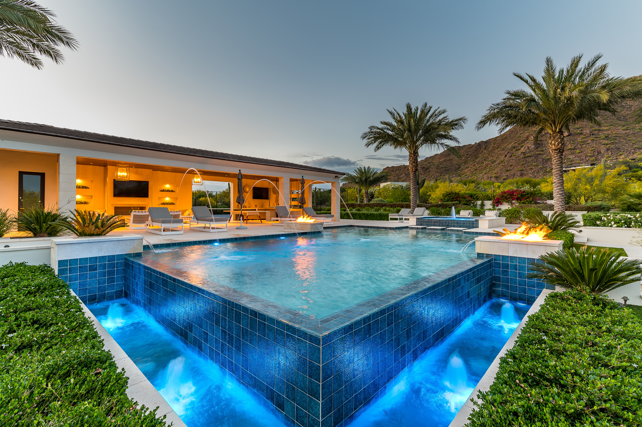 Infinity Edge Swimming Pool Designs — Presidential Pools ...