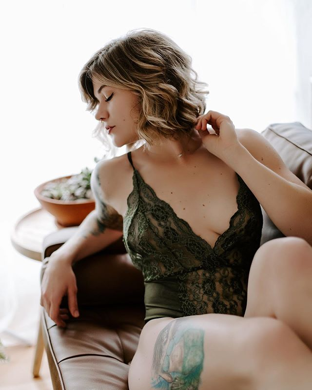 If you haven't seen, the quickie sessions are live! We'll be doing them on Nov 16th (yes a SATURDAY HELLO😱) There's a few time slots up for grabs 🖤 #laceywa #olympiawashington #olywa #undineboudoir