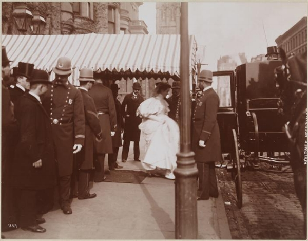 Pauline entering her carriage