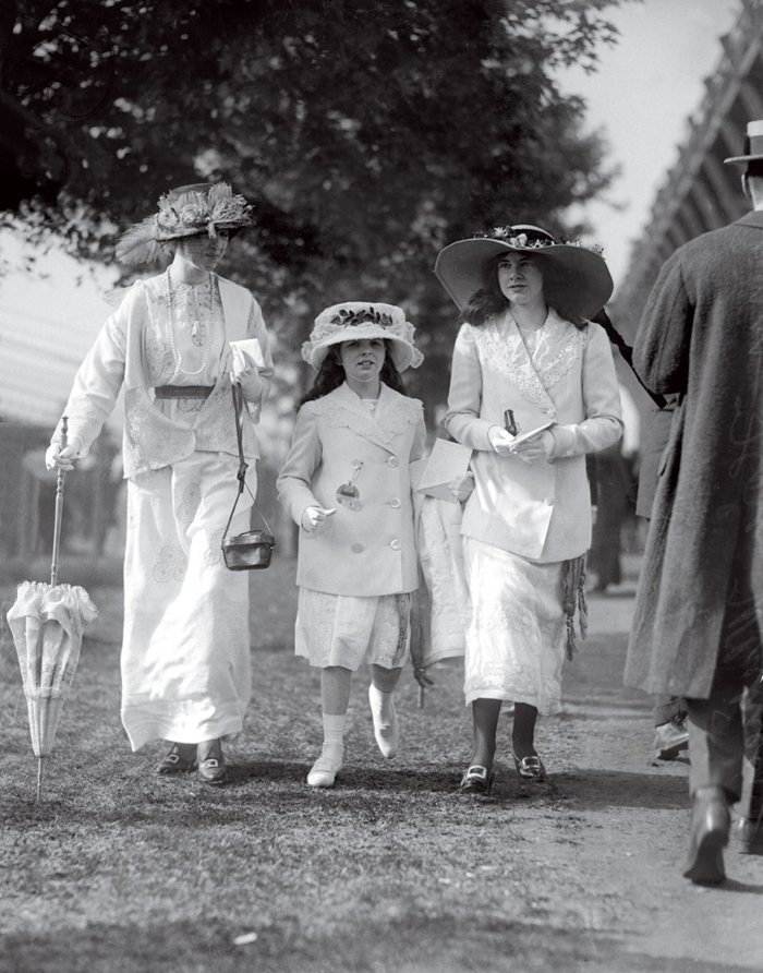 Gertrude with Daughters Barbara and Flora