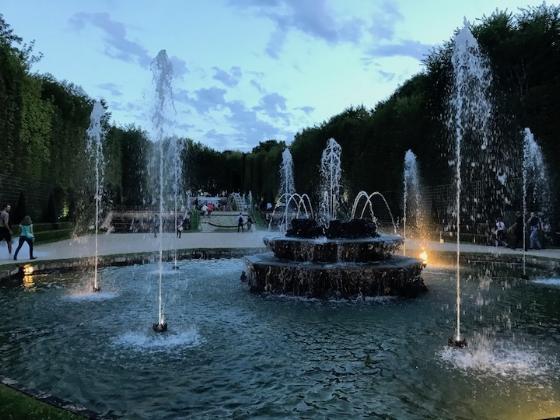 fountains night.jpg