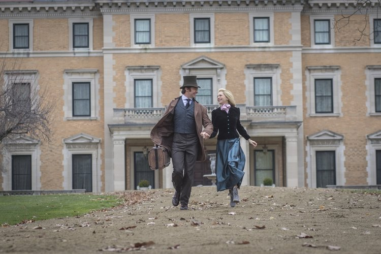 Hugh Jackman and Michele Williams as PT Barnum and Charity in front of Woodlea