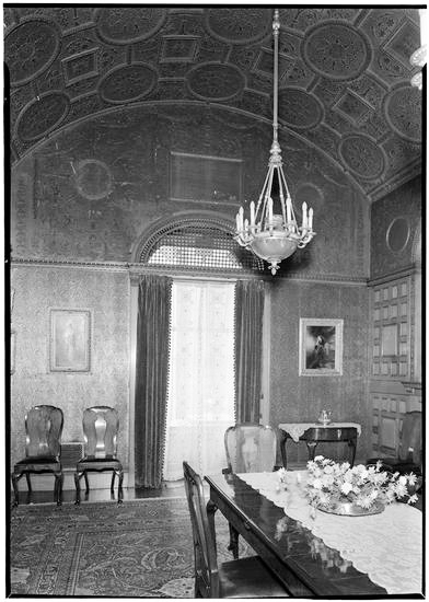 Helen's dining room with arched ceiling