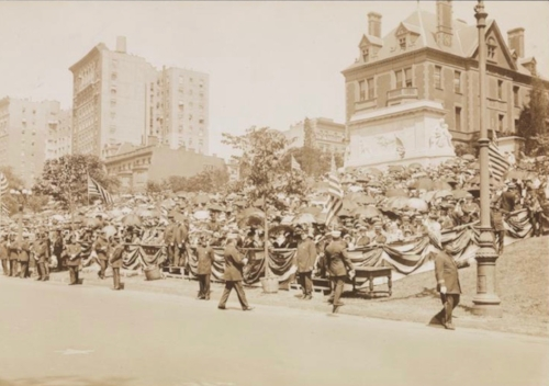 Parade on riverside Drive in 1915 with Doegler mansion in background photo:mcny