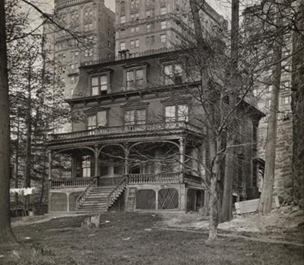 A photo from the early 1900s showing the homes victorian additions