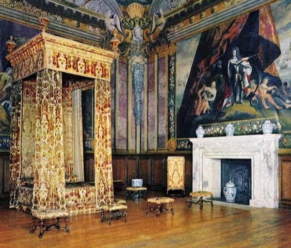the Bed Queen Anne died in at Hampton Court Palace