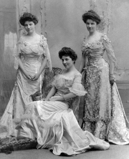 Edith (seated center) with her sisters Elsie and Ethyl in 1904, the year she married Lothrop.