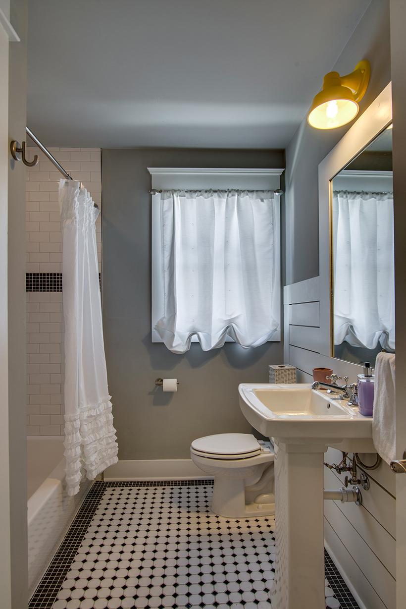 House-Plans-Online-Historic-Nashville-Peggy-Newman-Renovation-Bath-Retro-14th.jpg