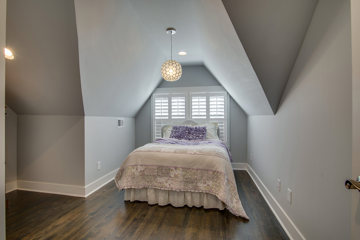House-Plans-Online-Historic-Nashville-Peggy-Newman-Renovation-Chandelier-Bed-14th.jpg