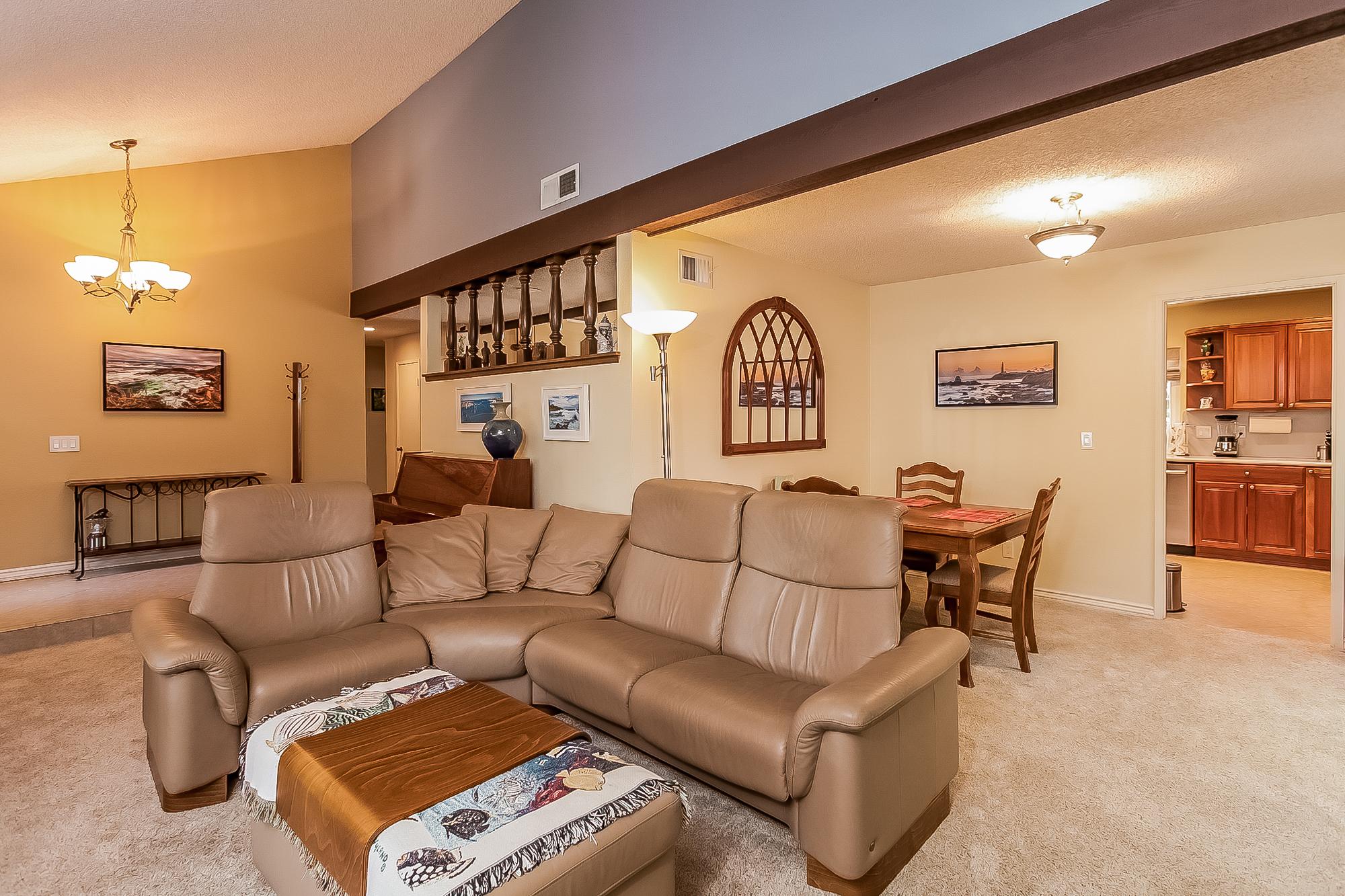 011-Living_Room-2687468-large.jpg