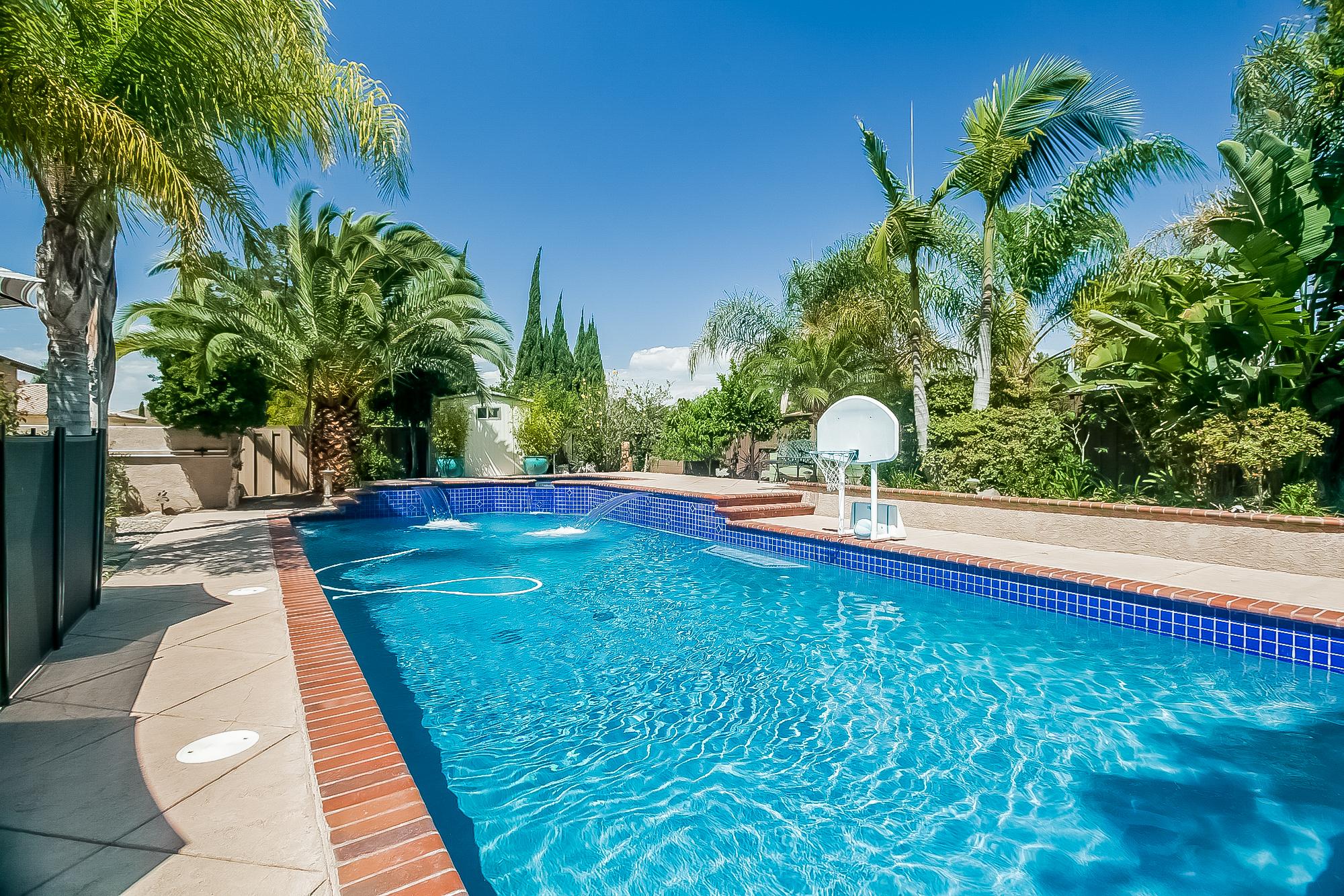 029-Pool-2687509-large.jpg