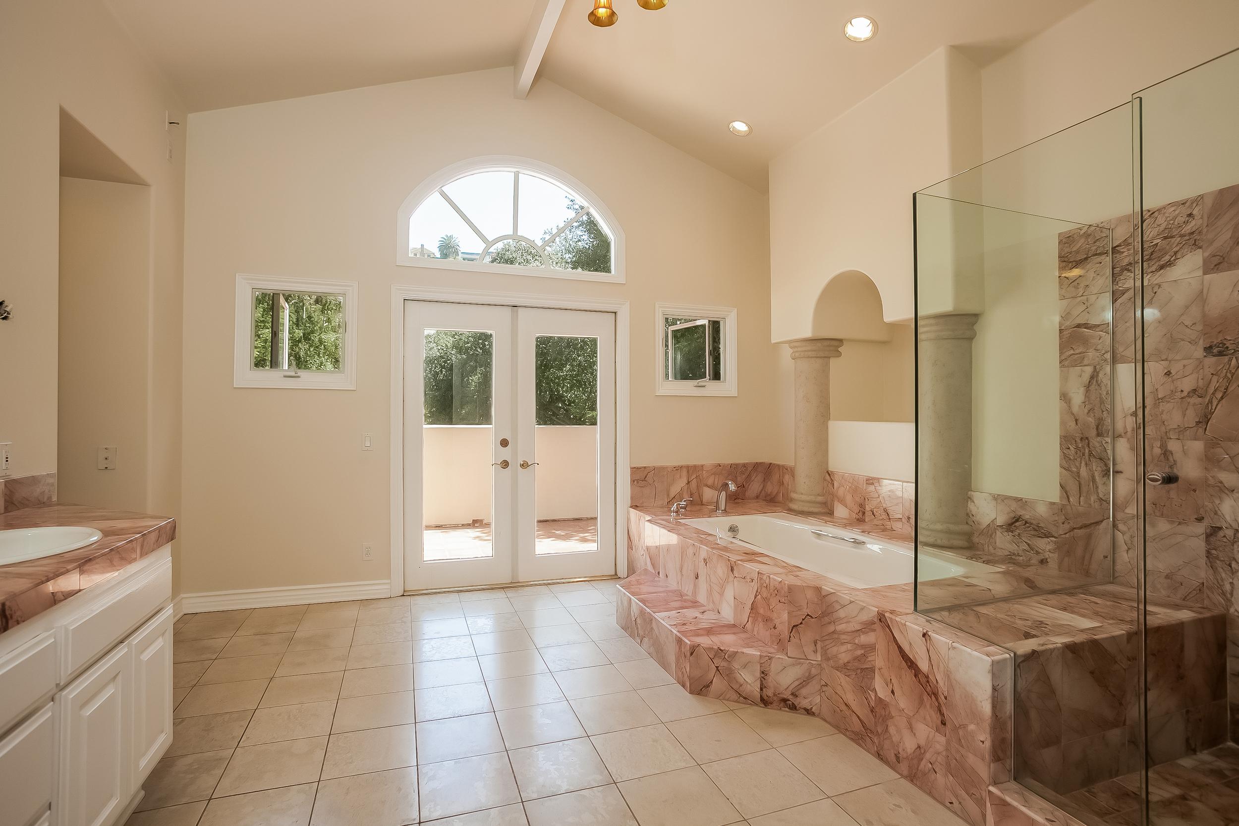 023-Master_Bathroom-2804416-large.jpg
