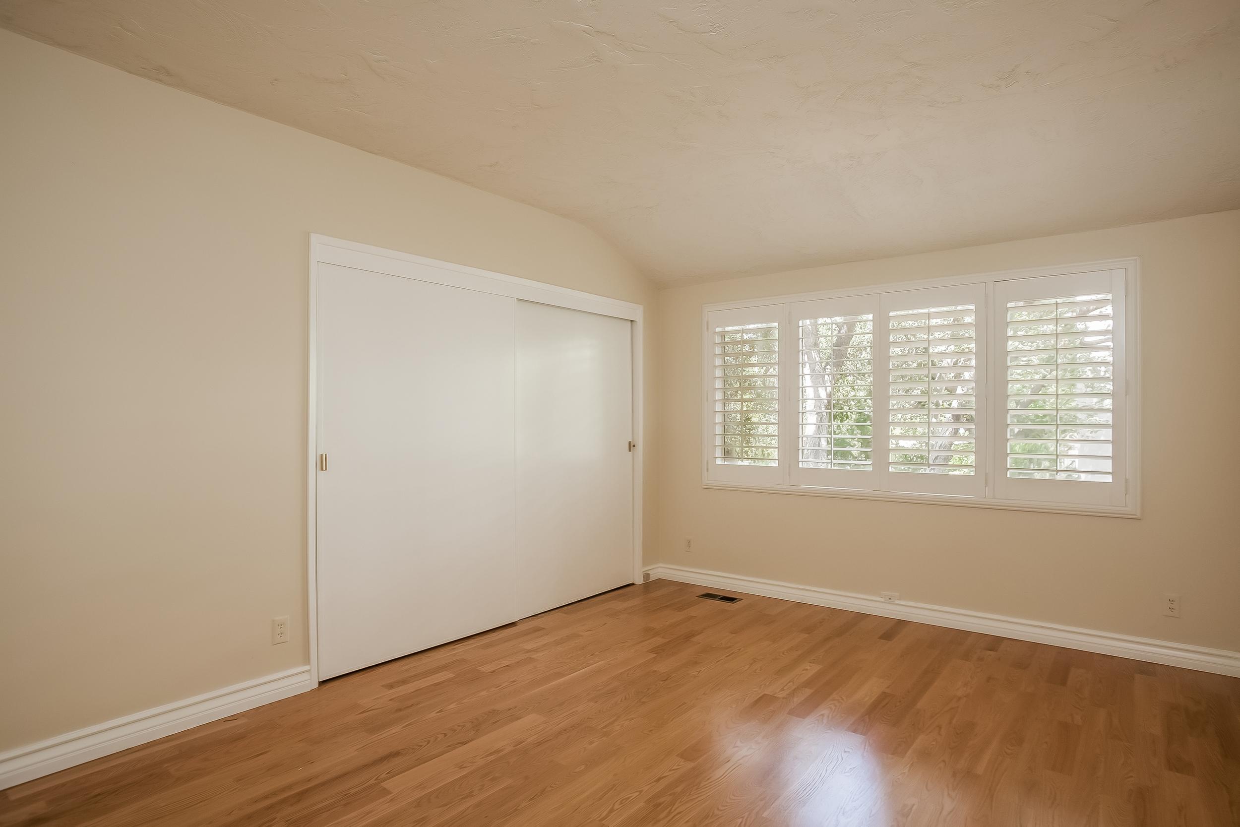 025-Bedroom-2804381-large.jpg