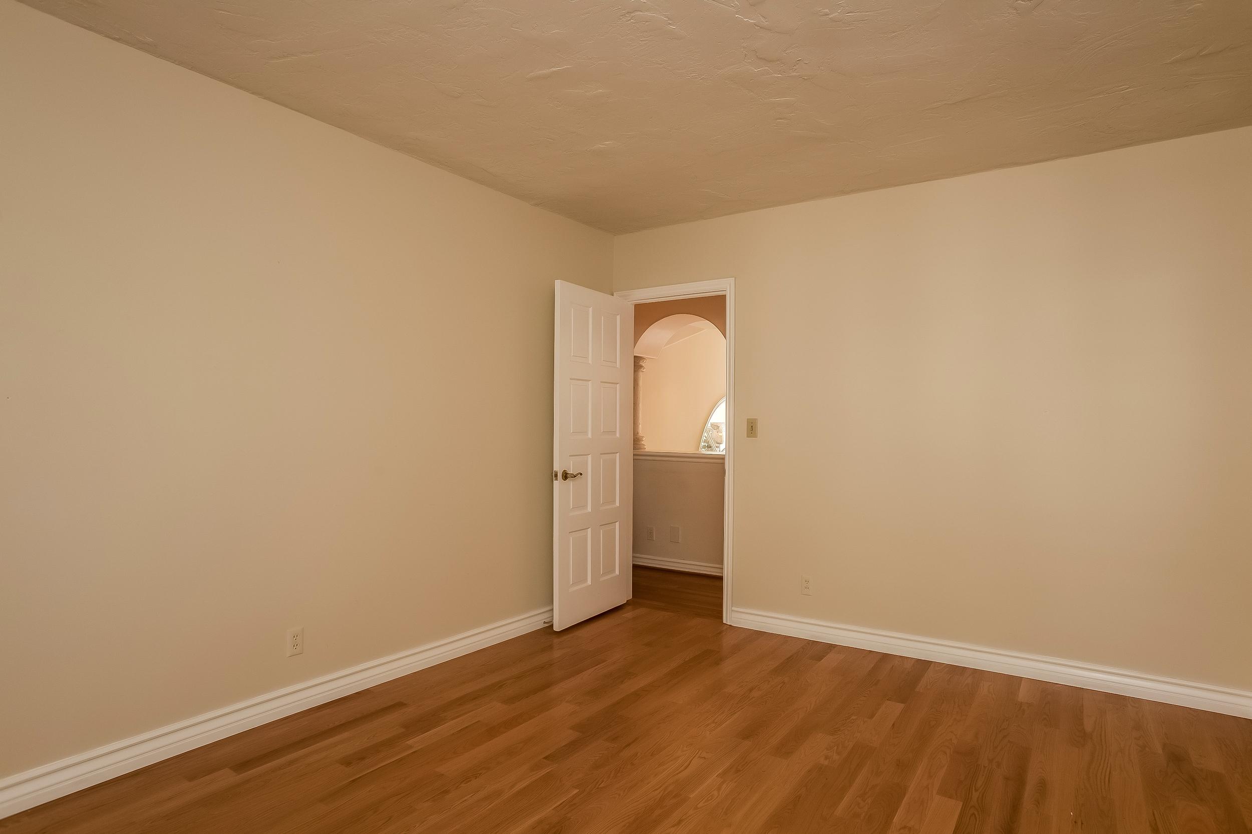 026-Bedroom-2804398-large.jpg