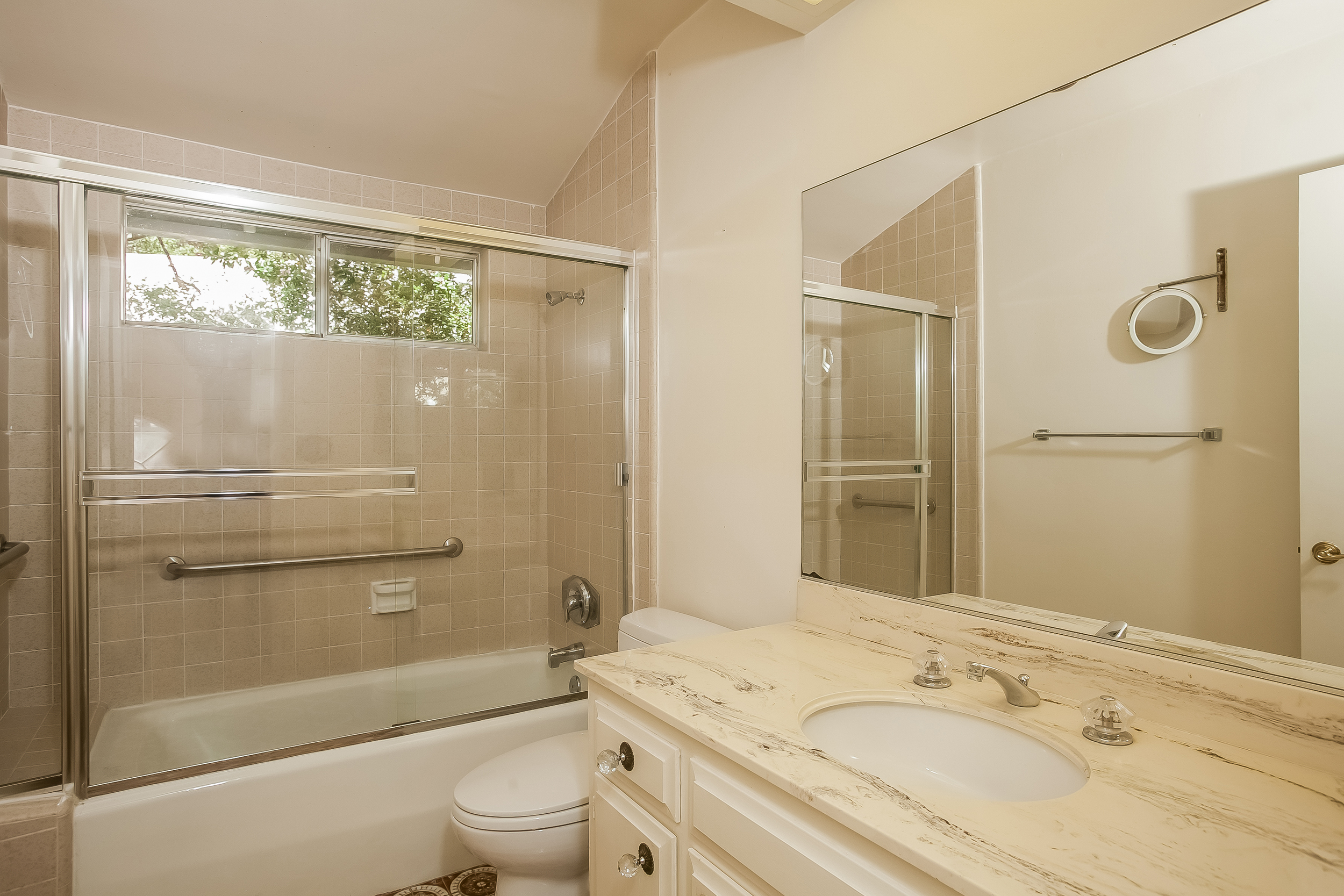 028-Bathroom-2804406-large.jpg