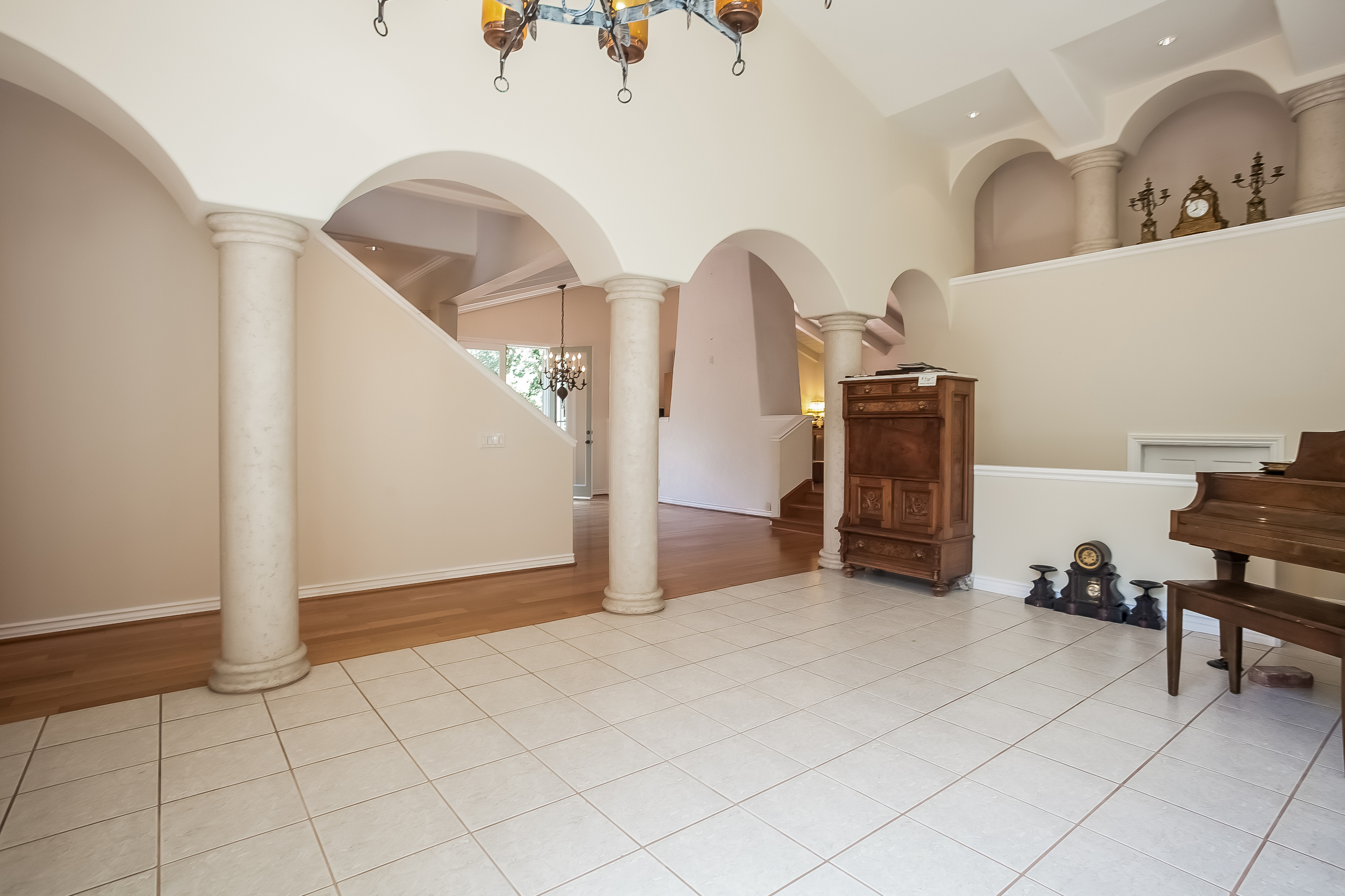 006-Foyer-2804361-large.jpg