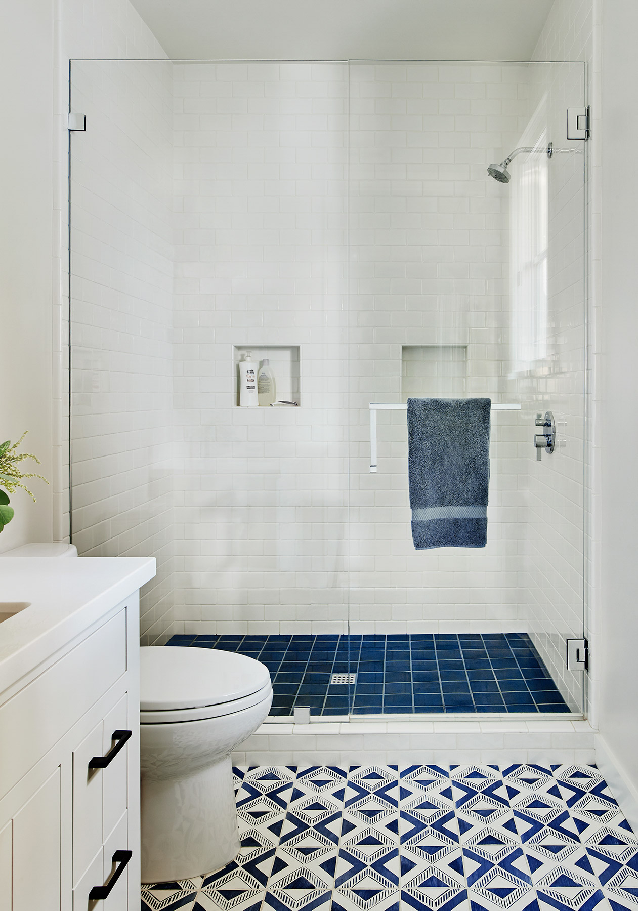 221195_Bathroom_Boys.jpg