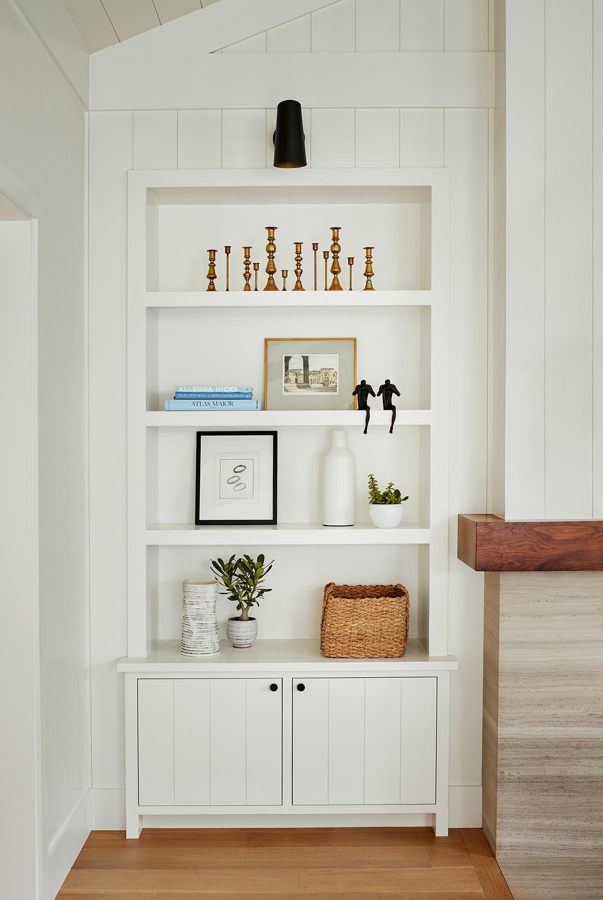 221195_FamilyRoom_Bookcase.jpg