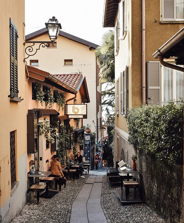 Charming cobblestone streets in Bellagio. 🍁🇮🇹