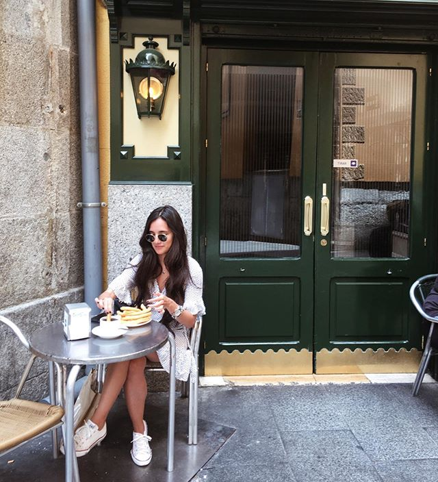 C H U R R O S all day eerrr day mood ☕️ In my favorite place in Madrid - Chocolatería San Ginés.