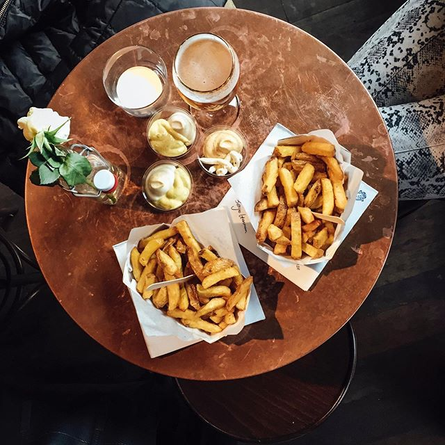 When in Belgium eat fries - be sure to check out @fritesatelier in Gent is such a beautiful spot and I don't have words to describe how good the fries were. 🍟🍺