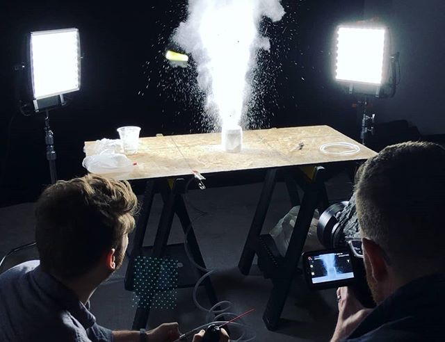 BTS Shot of our rig testing for an upcoming high-speed shoot with the Phantom💪@thunderlab studios👌 #highspeed #product #slowmotion #bts #btssetups #btsarmy #macro #macrophotography #cinematography #chicago #tabletop #chicagophotographer