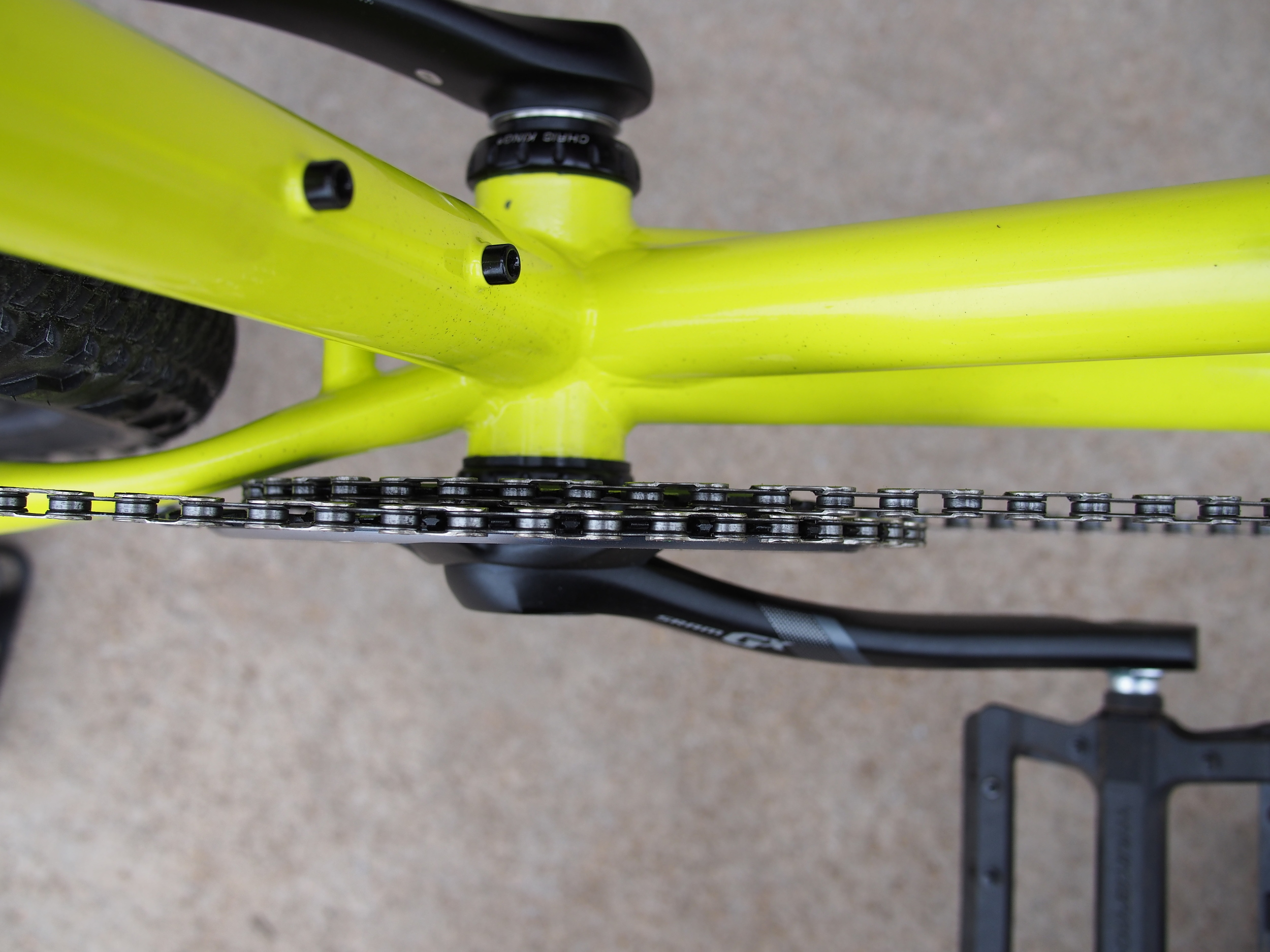 Chainrings are oh so close, but they do not touch no matter what gear you're in.