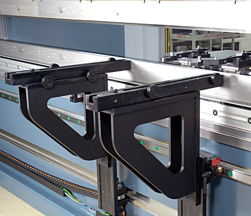 """Sliding front arms  Quickset support arms are mounted on a linear quide way and ball bearing system that allows """"finger tip"""" lateral adjustment of the front support arms. Vertically adjustment is also easily achieved"""