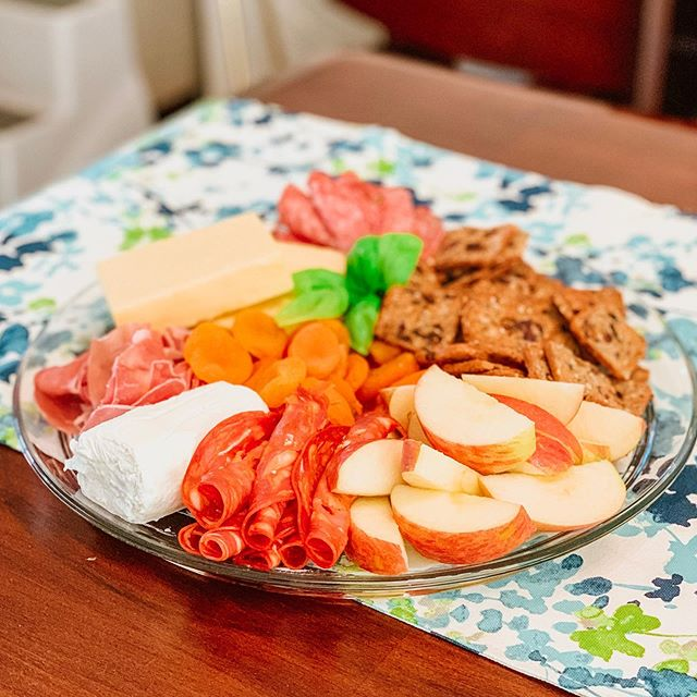 I'm usually too lazy to make pretty charcuterie platters, so I'm extra proud of this one! 🧀🧀🧀 PS those are dried apricots... even though they look like carrots 😂