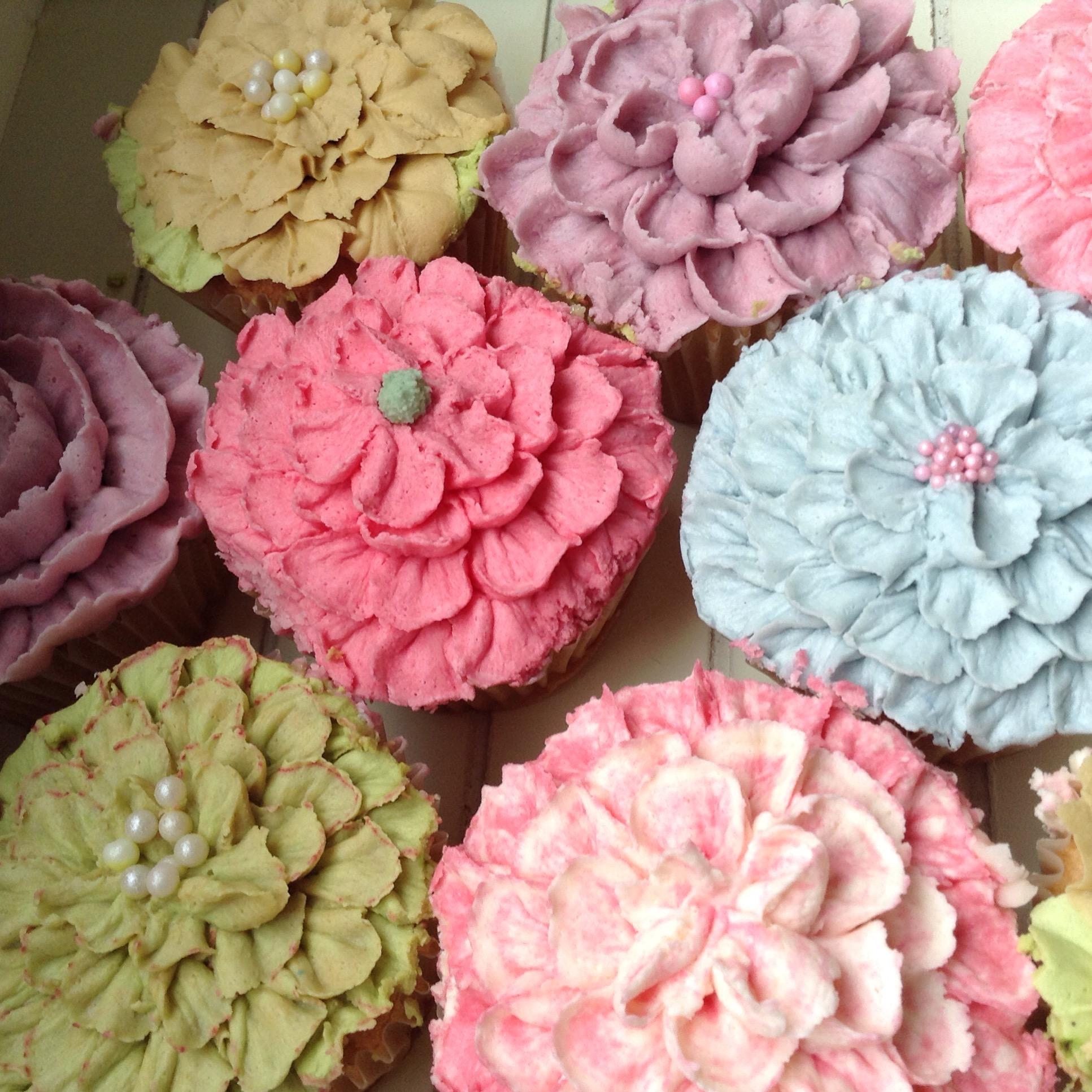 Buttercream flower & ruffle cupcakes