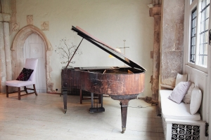 great-hall-piano.jpg-nggid0285-ngg0dyn-300x200x100-00f0w010c011r110f110r010t010.jpg