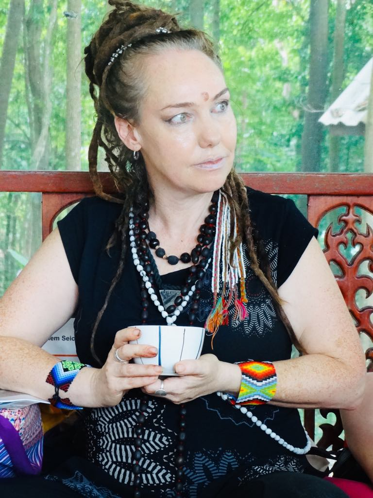 Victoria - Holistic Practitioner & Earthkeeper