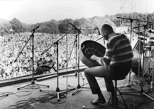Bennink op het popfestival Kralingen, 1970. foto Pieter Boersma