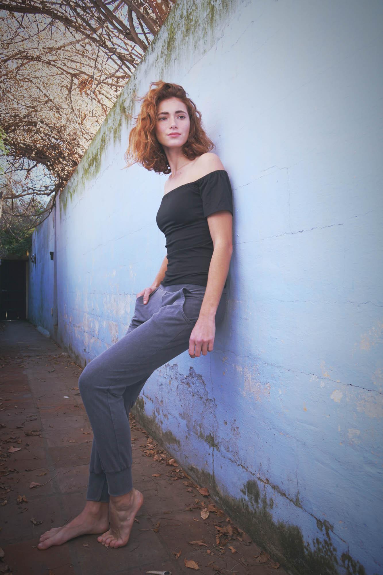 Maria Malo black t-shirt and yoga pants